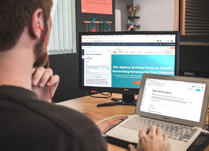 En webbredaktör i Stockholm